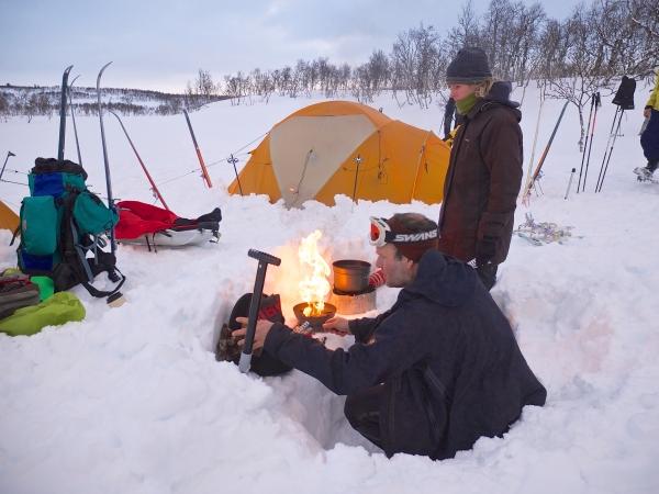 Tijdens het kamperen koken we buiten, denk wel duidelijk waarom.