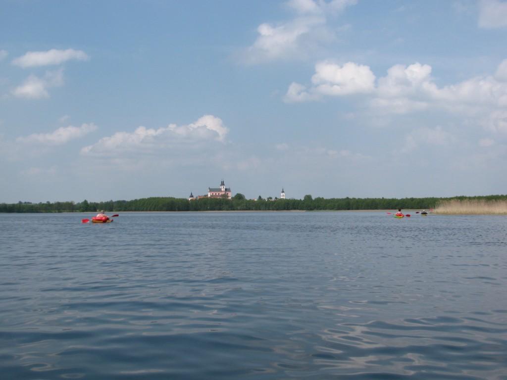 Het Wigry klooster aan het Wigry meer.